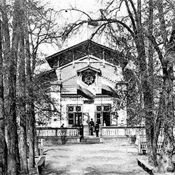 Le kursaal dans le jardin de Stroukov